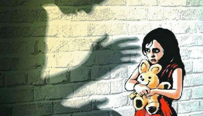 धक्कादायक! 7 वर्षांच्या चिमुरडीवर लैंगिक अत्याचार, आजोबा, काका आणि मोठा भाऊच बनले नराधम