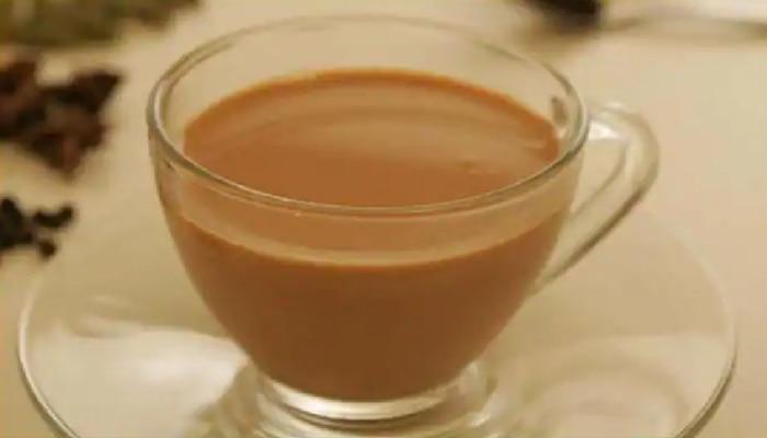 चायप्रेमींनो... थंड झालेला चहा पुन्हा गरम करून पिण्याची चूक करू नका!