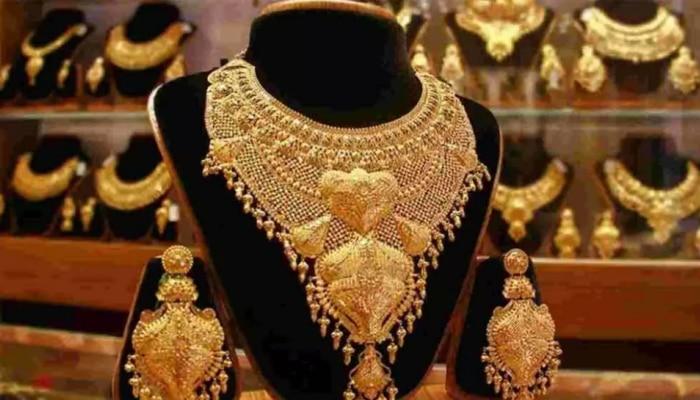 आज सोनं खरेदीची चांगली संधी, भाव 8700 रुपयांनी स्वस्त