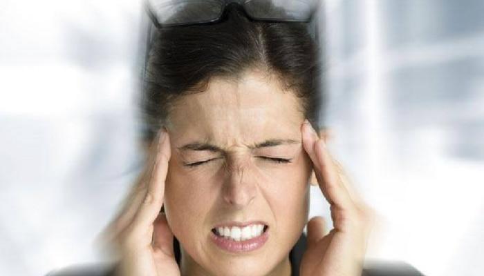 डोकेदुखीपासून आराम मिळवण्यासाठी या घरगुती उपायांचा वापर करा!