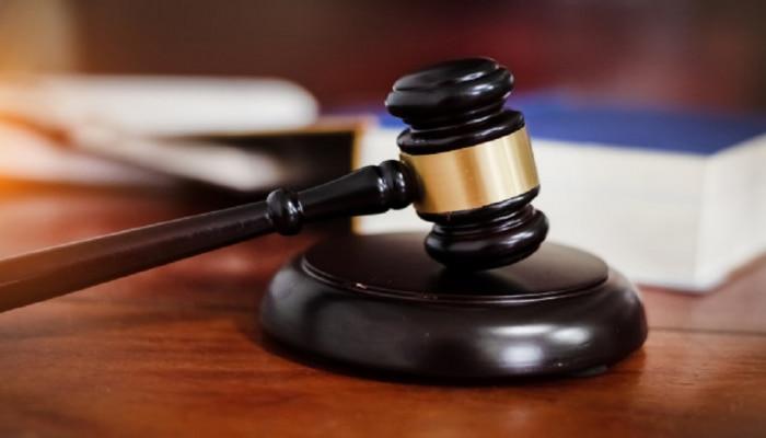 मुलाचा 'डर्टी फिल्म्स'चा संग्रह फेकला म्हणून पालकांना कोर्टाकडून शिक्षा