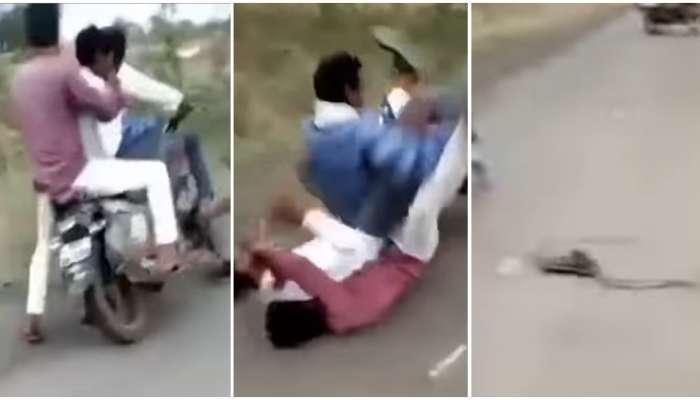 Snake Video: बाईकवर निघाले होते ४ मित्र, अचानक समोर साप आल्याने धडपडले