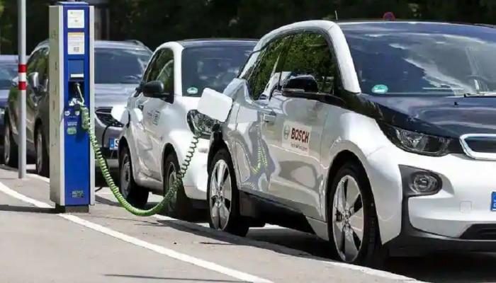 EV Stocks | इलेक्ट्रिक वाहनांच्या सेक्टरमधील या स्टॉक्समध्ये गुंतवा पैसा; बंपर कमाईची संधी