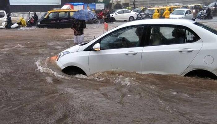 पाण्यात बुडालेल्या किंवा खराब झालेल्या कारवर Insurance Claim करता येतो का? यासाठी कोणकोणते मार्ग उपलब्ध आहेत?