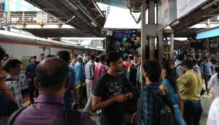 मुंबई लोकलमध्ये विषारी गॅस हल्ल्याचा दहशतवाद्यांचा कट, सुरक्षा वाढवली