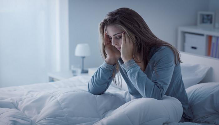 तुम्हाला रात्री अचानक जाग येत असेल, सकाळी डोक जड वाटत असेल तर सावधान, कारण...