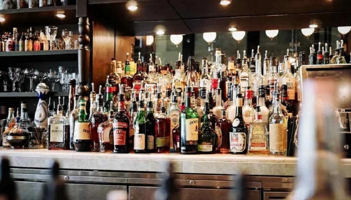 वाईन, व्हिस्की, वोडका, बिअर, ब्रँडी, रम... या सर्वांमध्ये फरक काय? जाणून घ्या